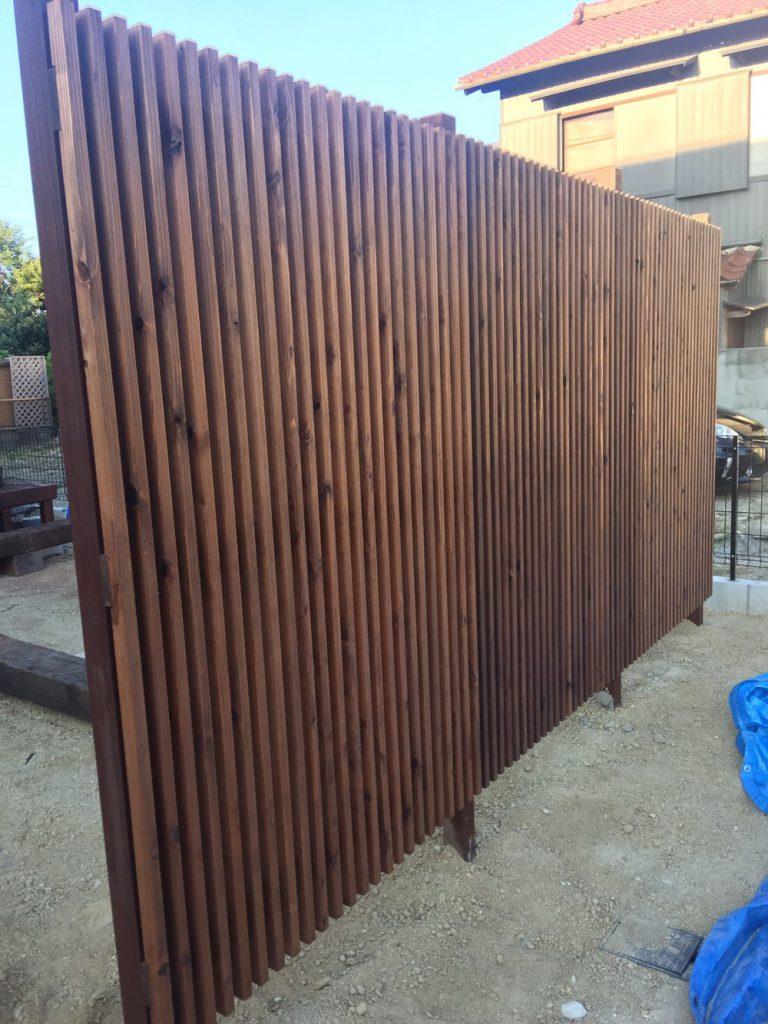 飫肥杉赤身材の格子フェンス