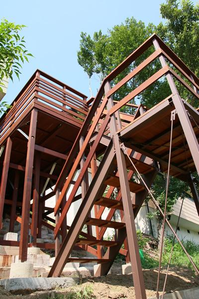 ウリンデッキの鉄階段