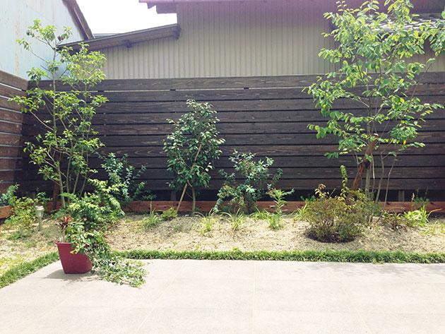 飫肥杉赤身材の木のフェンス施工例