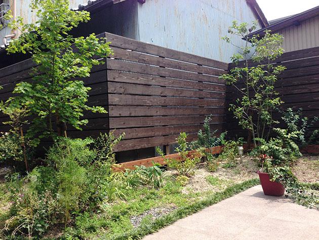 飫肥杉赤身材のウッドフェンス施工例