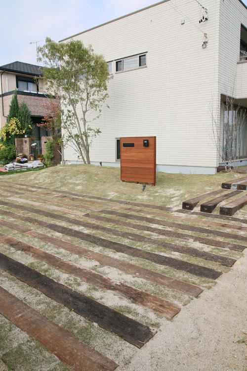 枕木と芝生外構工事